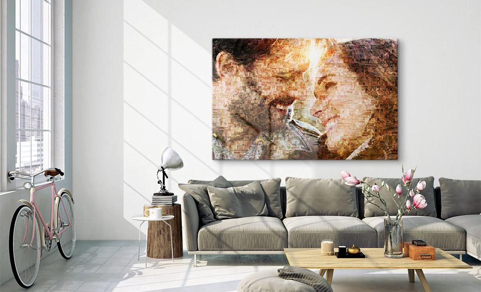 Mit App erstelltes Mosaik über Sofa aufgehängt