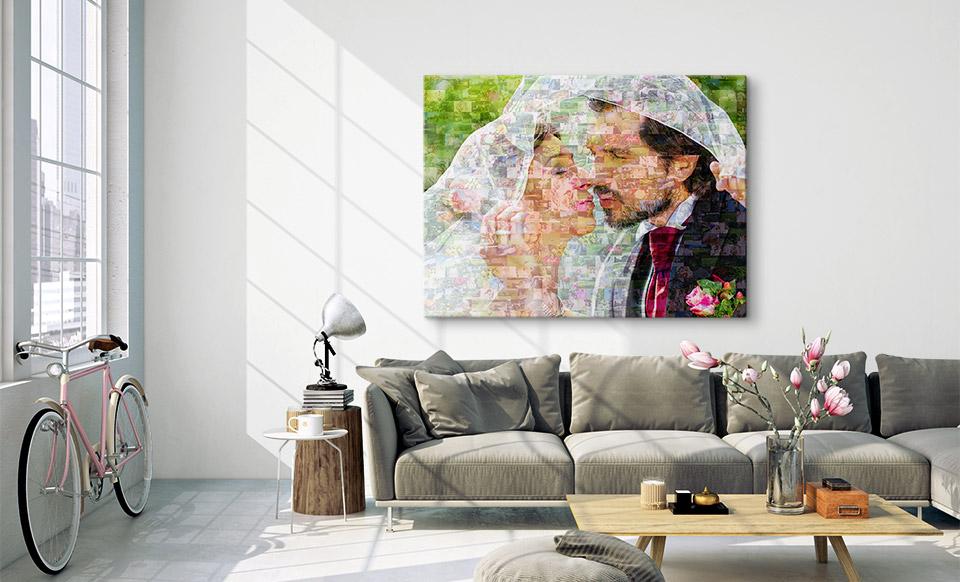 Fotomosaik über dem Sofa