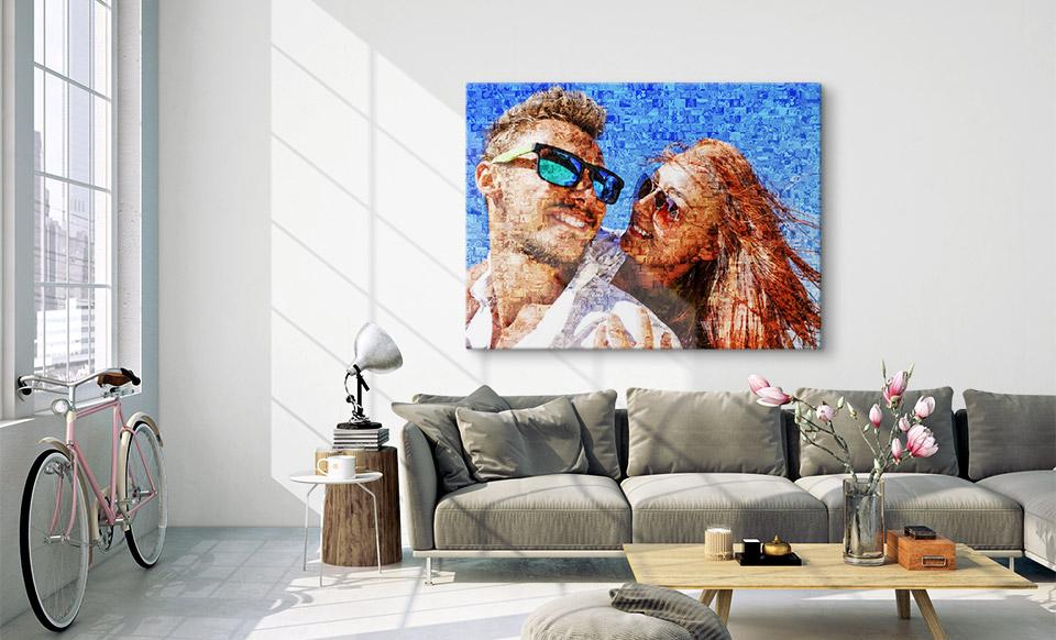 Fotomosaik auf Leinwand über dem Sofa
