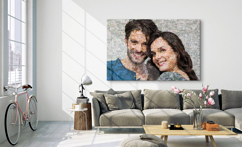 Fotomosaik aus kleinen Bildern über Sofa