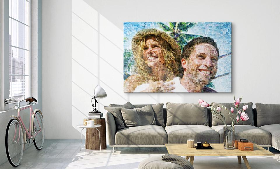 Urlaubsbilder als Mosik über dem Sofa