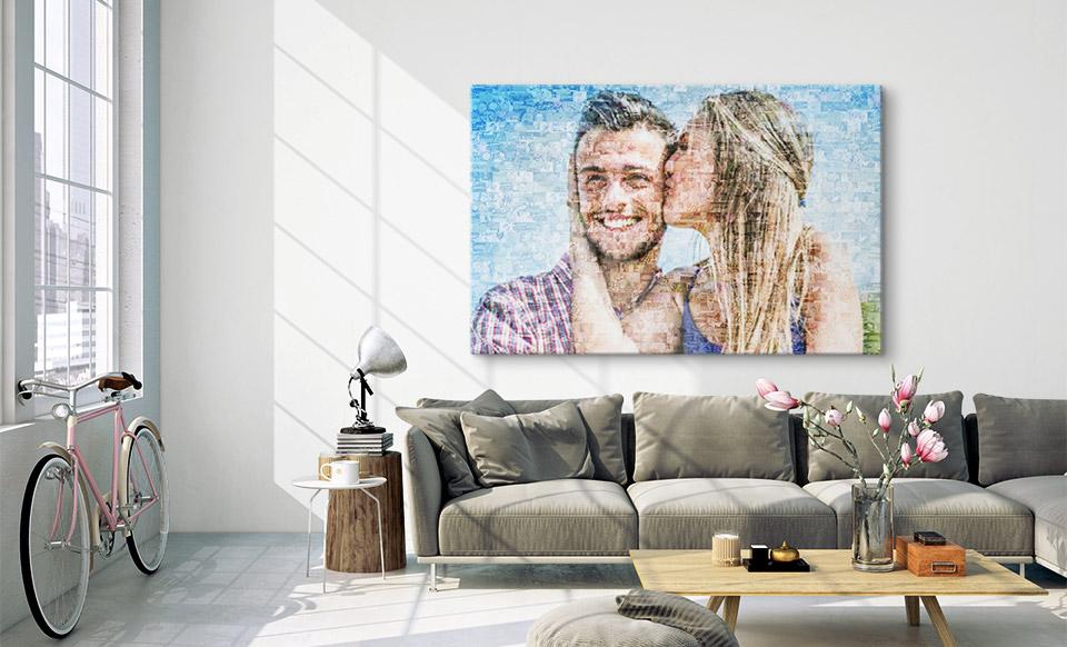 Mosaik Collage über dem Sofa